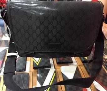 Gucci Sling Bag size medium black