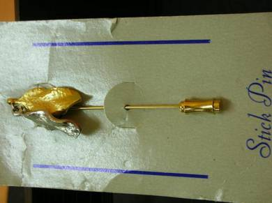 PN033 Vintage LEAF STICK PIN NEW OLD STOCK