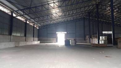 Superb Factory in Westport with big loading area for Rent. Good Rate !