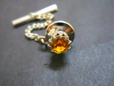 PN036 Vintage crystal pin