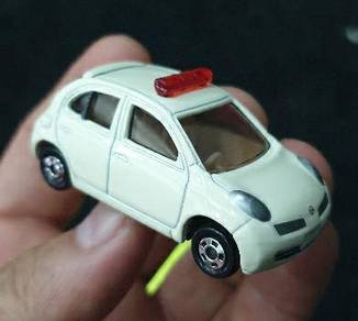 Tomica nissan march