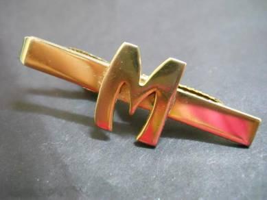 PN053 Vintage word 'M' clip