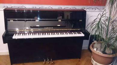 I offer my vertical piano yamaha c110a black lacqu