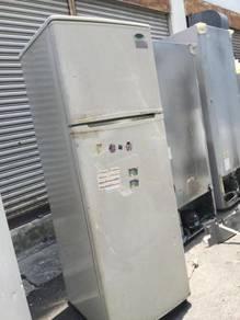Gold Star 2 Pintu Doors Refrigerator Freezer Ais