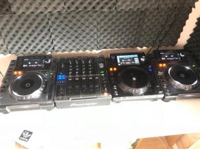 Pioneer DJ setup CDJ 2000
