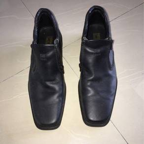 Lee Shoe