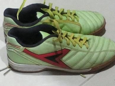 Power futsal shoes