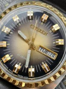 (A329) Vintage Golden Rim Citizen Watch