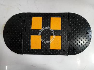 Rubber speed hump with glass bead reflectors