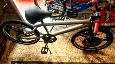 Basikal lajak hendal atas tuk di letgo area bangi