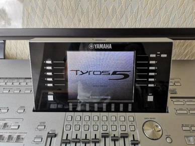 Tyros 5 76 Note Keyboard with speakers, L7 stand