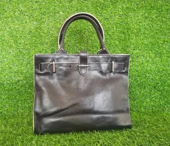 FURLA black leather handbag kueii