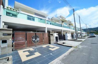 Albion Park - Renovated & Extended Terrace House   Menggatal   4R4B