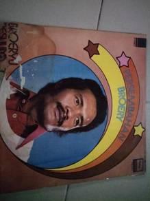 Piring Hitam LP Melayu Broery Desulima