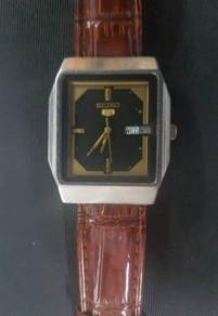 Seiko 5 Automatic Stainless Steel Gold Dial Analog