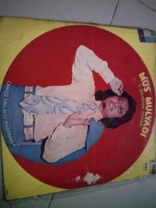 Piring hitam LP Melayu Mus Mulyadi