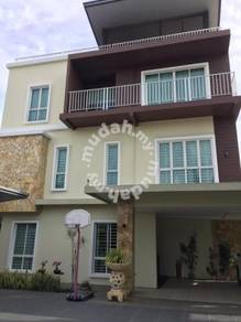 Detached House Taman friendly garden