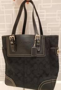 Coach bag with zipper