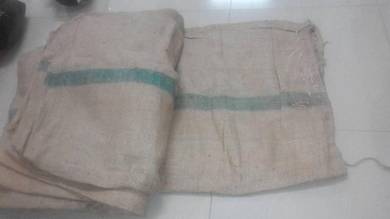 Guni kain untuk sukan atau benteng konkrit