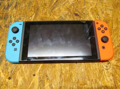 Nintendo Switch (HAC-001) 32 GB Console (Lot 873)