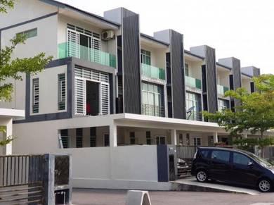 [7 rooms+4 carpark ] 3 Storey House Bangi Avenue 7 Bandar Seri Putra