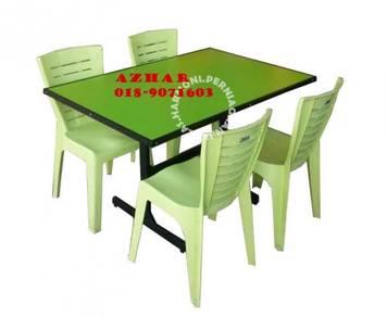 Meja cafe hijau