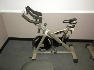 Indoor spinning bike