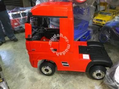 Red mercedise actroc electrick truck