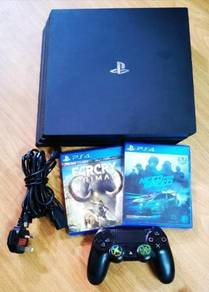 Ps4 pro   2 Games