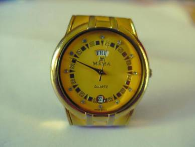 Mema Quartz Round Yellow Dial Watch