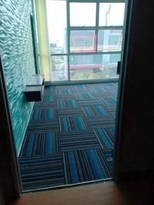Pasang karpet baru dan buka yang lama