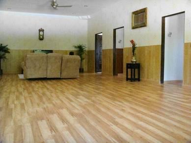 Laminate and vinyl flooring- (021)