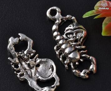 ABPSM-S001 Silver Metal Skeleton Pendant Necklace