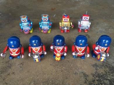 Vintage Metal Robot Toys Collection Mainan Antik