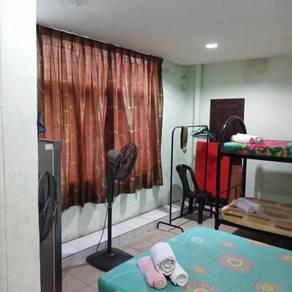 Bilik partial furnished berhadapan Mydin berdekatan Husm