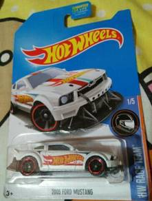Hot wheels (2005 Ford Mustang)