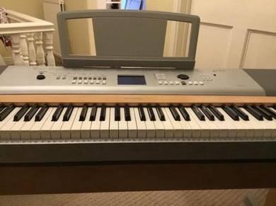 Yamaha keyboard grand piano DGX620 VGC