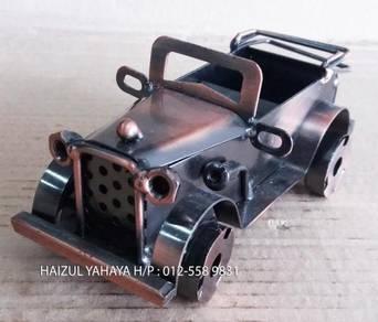 Vintage Classic Car - no. 2 (Handmade)