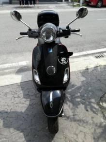 Vespa LX150 hitam