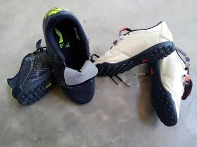 Kasut futsal / kasut sukan pun boleh