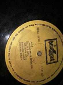 Piring Hitam LP koleksi Melayu lama
