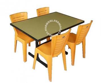 Meja kedai makan kuning