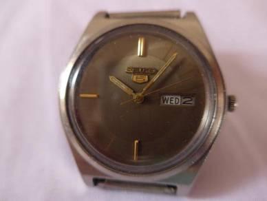 Seiko 5 Automatic Round Gray Dial Watch