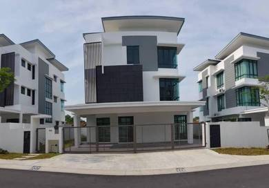 BEAUTIFUL 3 Storey Bungalow Lambaian Residence Bangi