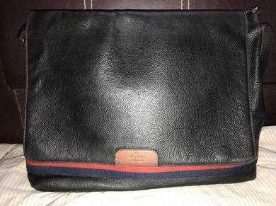 Gucci leather messenger bag