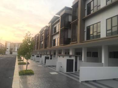 N'dira / Ndira townhouse End Lot for rent Sierra 16 Puchong South