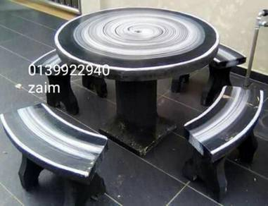 Kerusi batu berkaki 021