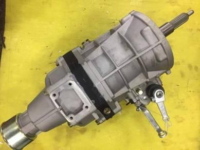 NEW Toyota HiAce Gearbox MT Dyna LH113 2L KM36 Van