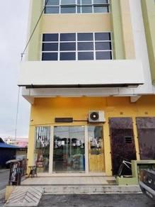 3 storey shop lot banting town near jenjarom telok panglima [end lot]