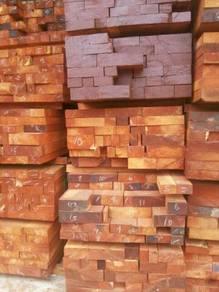Saya mencari kayu merbau merah.